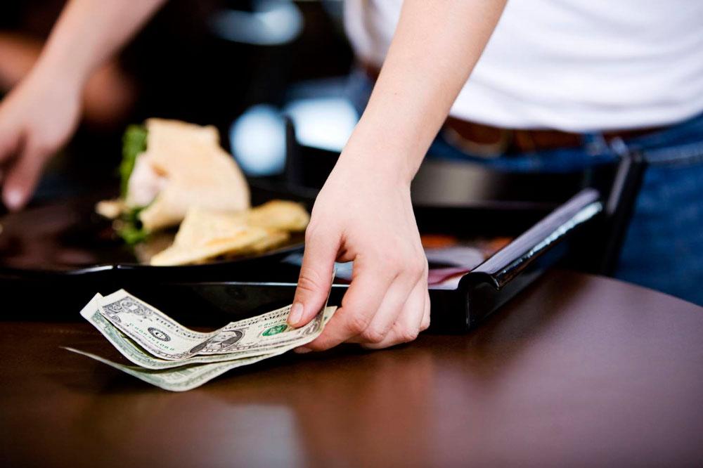 Что такое чаевые для официанта и как их заработать3