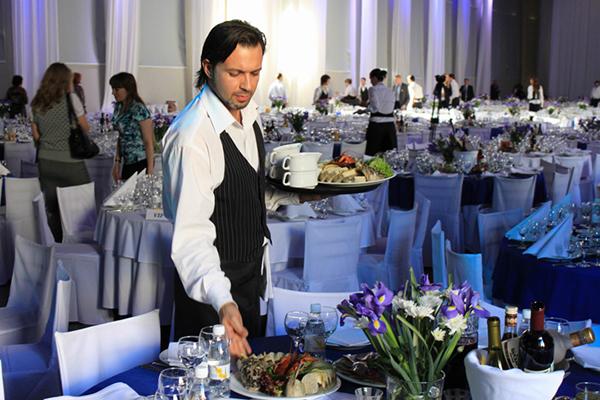 Навыки и умения профессионального официанта. Что важно знать о работе официанта2