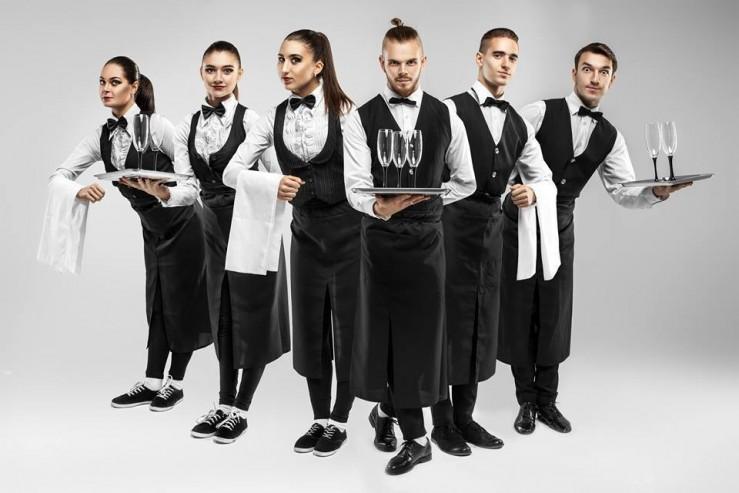 Профессиональные и доброжелательные официанты – достойные обслуживать английскую королеву1