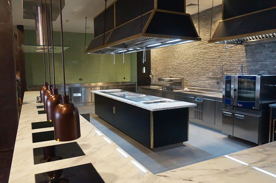 Ресторан с открытой кухней или Когда приготовление еды превращается в шоу2