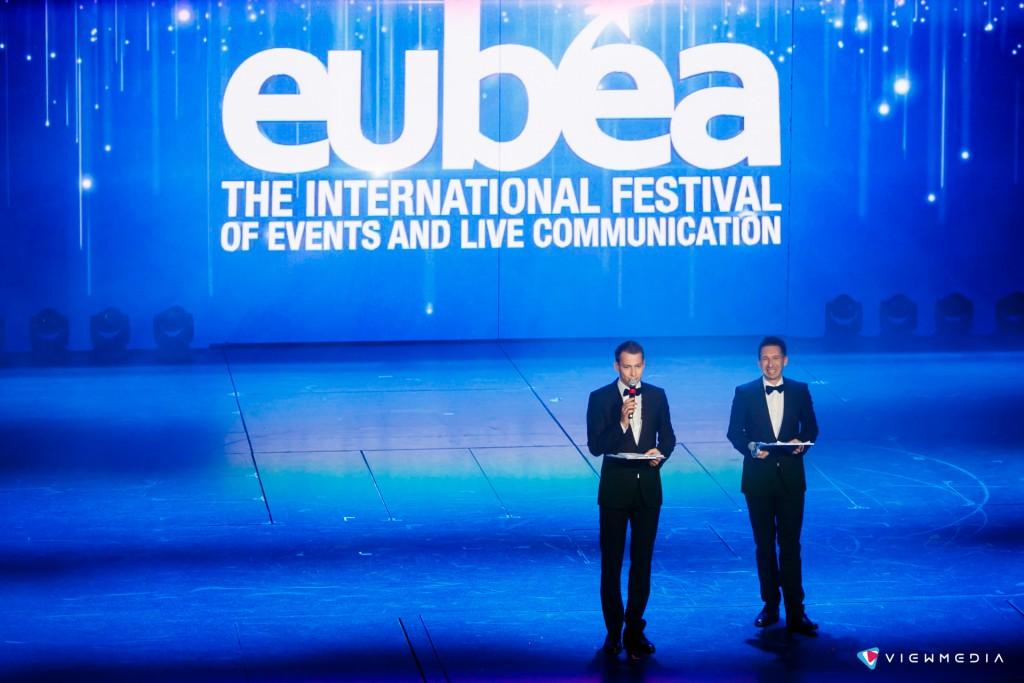 Дуэт ведущих Кот и Пес открывают торжественную церемонию награждения EuBea 2016