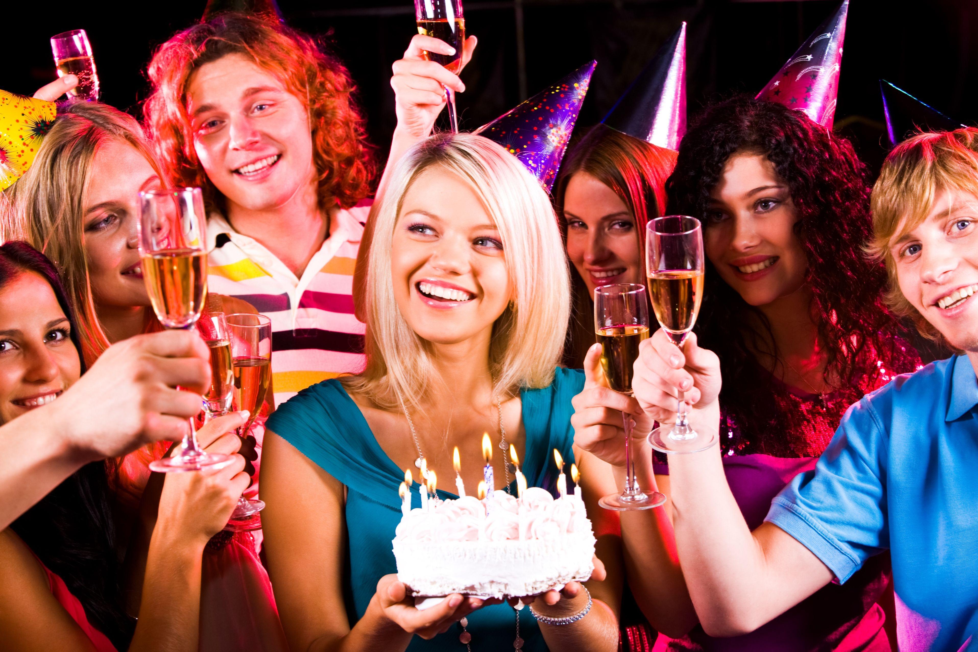 Конкурсы на день рождения девушки 25 лет за столом